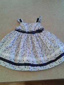 Plusieurs vêtements pour bébé fille 12-24 mois
