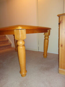 Solid Wood Table & 4 Solid Wood Chair set in Honey Stain Kitchener / Waterloo Kitchener Area image 3