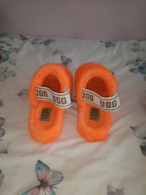 Ladies slippers ugg style