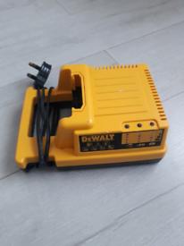 Genuine DeWalt 28V/36V Li-ion Battery Charger DE9000