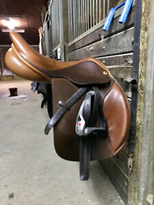 PRICE REDUCED 2017 17.5 Exselle Debut Close Contact Saddle
