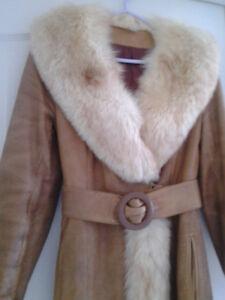 manteau de cuir et de fourrure ( renard roux) grandeur small