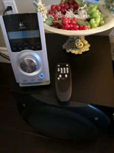Mint Logitech z5500 5.1 speakers