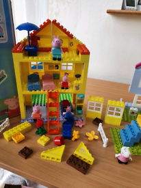 Peppa pig construction toys like duplo with figures can post