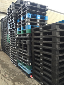 large quantity plastic pallet skid buy & sell 905-670-9049