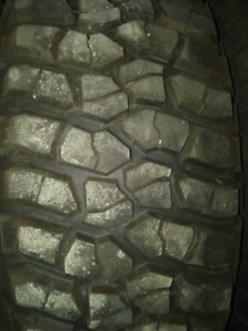 Mud tires BFG mud terrain T/A KM2 tires for sale 35/12.5/15