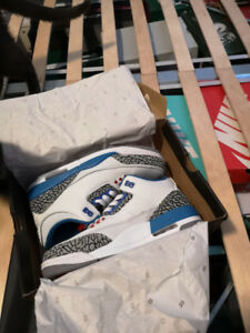 Jordan 3 true blue size 9.5 in box