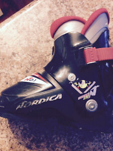 Youth ski boots - sz  15.5- 16.5