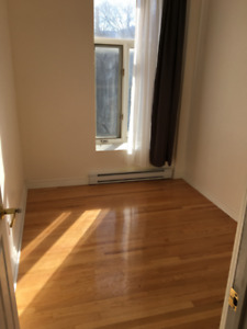Mcgill- Rare 4 bdrm Apartment with AC, Washer/Dryer and Driveway