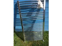 Heated curved towel rail