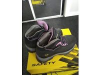 Dunlop Safety shoe/boots Size 4 (37) NEVER USED