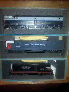 HO scale DC Railroad 20+ Engines, Many Items