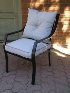 Set of 4 Patio Chairs with Cushions