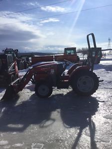 Tracteur Massey Ferguson 1734E avec Loader