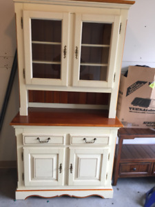 Buffet + hutch - Great condition - wood/bois
