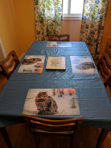 Retro/vintage dining room set with 4 chairs