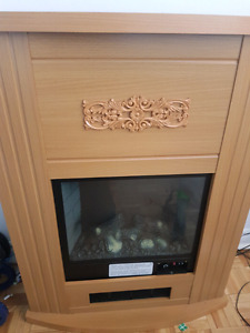 ELECTRIC FIREPLACE (NOT WORKING) (FOR REPAIR OR DECOR)