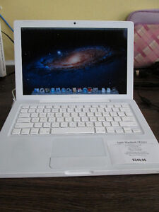 APPLE MacBook (White) For Sale At Nearly New Port Hope