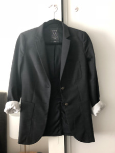 Aritzia Talula Women's Blazer - Size Two - Perfect Condition