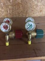 Tank regulators for oxy-acetylene