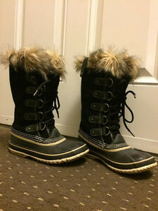 WOMEN'S SORRELL BOOTS - SIZE 7