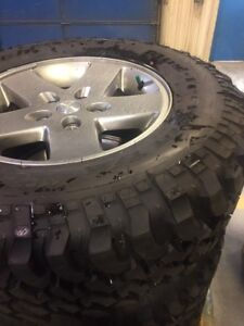 Set of five Aluminum Wheels and Tires For Jeep