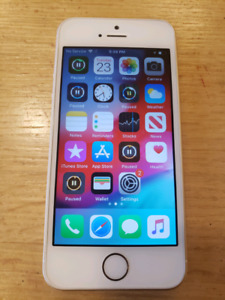 Excellent condition Apple iPhone SE 64gb gold 92% battery health