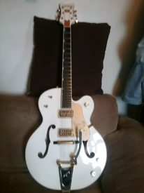 Gretch white falcon mint condition with gretch case