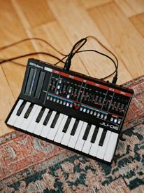Roland Boutique JU-06 + K-25M keyboard module