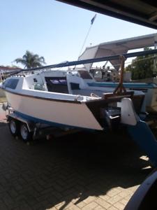 sailboat Young 6 meter trailer sailer sail boat