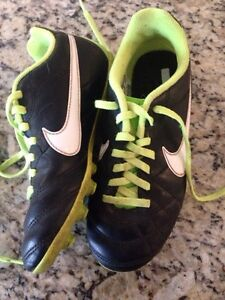 NIKE outdoor soccer shoes size 1 London Ontario image 2