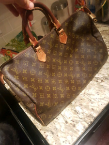 LOUIS VUITTON MONOGRAM SPEEDY 40 WITH LOCK AND KEY $500 firm