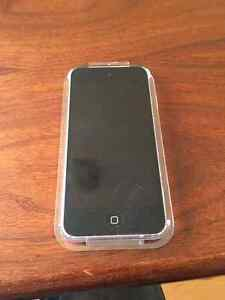 IPOD TOUCH 5th GENERATION - 16gb - MINT - NO CHARGER CORD