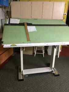 Table dessin table acheter et vendre dans mauricie petites annonces class es de kijiji - Table a dessin professionnelle ...