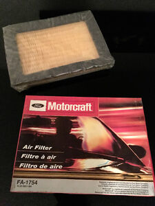 FORD MOTORCRAFT AIR FILTER FA1754 -FORD F150 F250 F350 NAVIGATOR