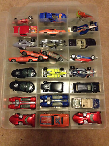 100 Hotwheels Cars in carry cases (2) + play mat $300 lot
