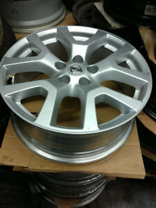 "18"" Nissan Rogue Alloy rims / TPMS  / 225 55 18 tires in stock"