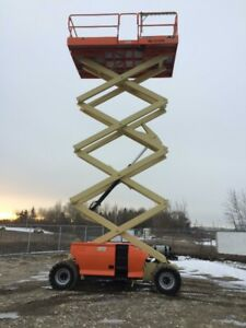 JLG 4394 RT - ENGINE POWERED SCISSOR LIFT