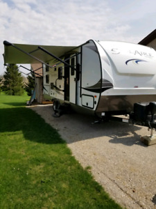 2018 Palomino Solaire 240BHS