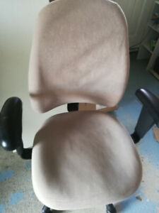 Computer/OFFICE chair WITH LOT OF OPTION in EXCELLENT condition