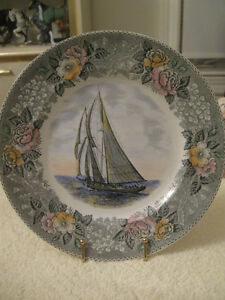 BEAUTIFUL OLD VINTAGE SCHOONER BLUENOSE DECORATIVE PLATE