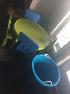 Match table/chairs, foam mats & toy bin