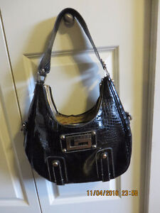 guess purses black color in excellent condition $ 30