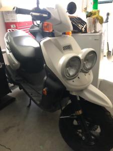 2009 YAMAHA BW50 Scooter - LOW KM!