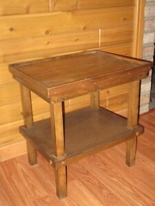 table en merisier teindu brun