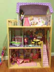 Barbie doll house and other accessories