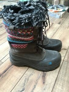 Girls North Face Winter Boots size 6