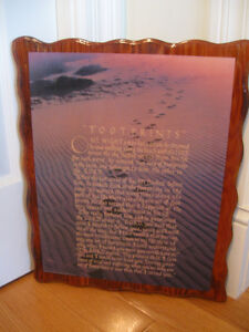 """LARGE  """"WELL-READ""""  WOODEN WALL HANGING...""""FOOTPRINTS"""""""