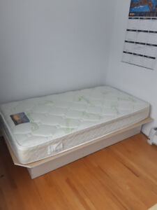 matelas , plate forme et housse protectrice