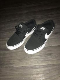 Nike Trainers size 4 *next to new!*